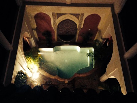 Riad Calista: Night time view