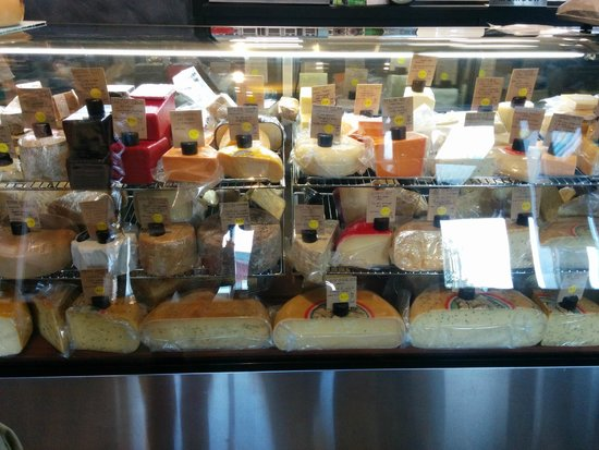 Featherston, Yeni Zelanda: Cheese lover's heaven - what a display !
