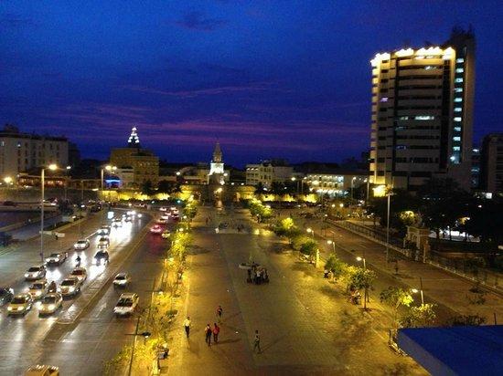 Hotel Monterrey: Camellón de los Martires