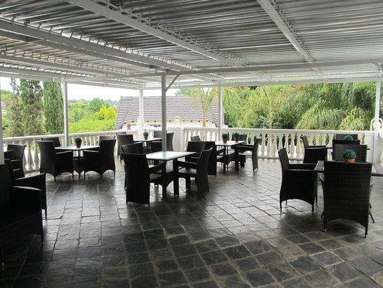 La Maison d'Hotes: Terrace