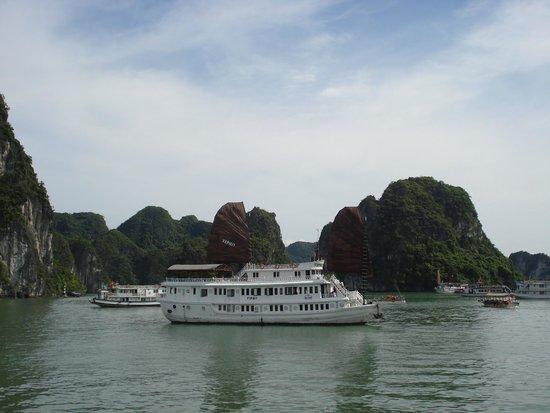 Hanoi Symphony Hotel: Vspirit Cruise