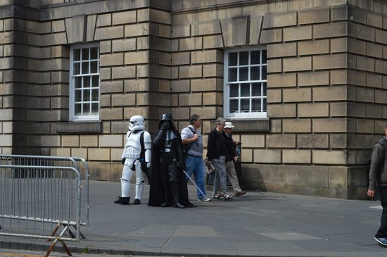 Royal Mile : World's least scary Darth Vador!