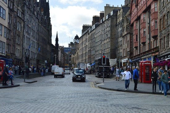 Royal Mile : Looking towards the Castle