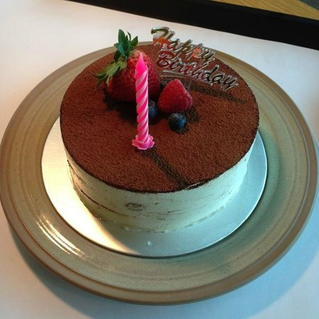 Village Hotel Changi by Far East Hospitality: Complimentary birthday cake