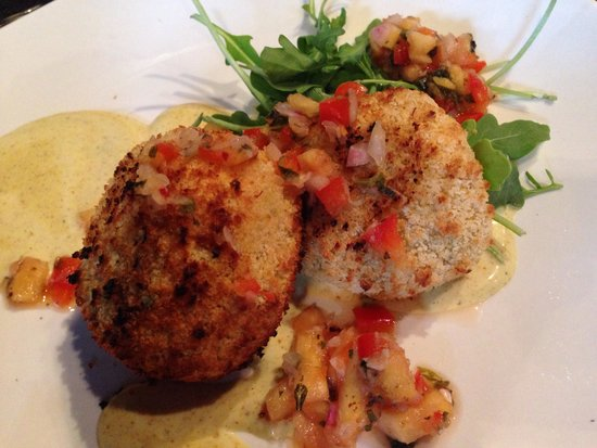 Waterfront Warehouse Restaurant: Crab cakes
