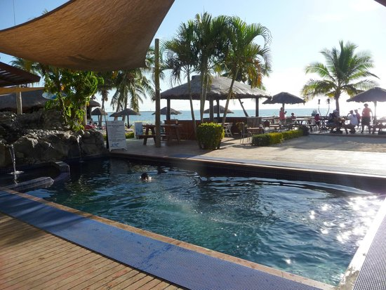 Smugglers Cove Beach Resort & Hotel: Small pool