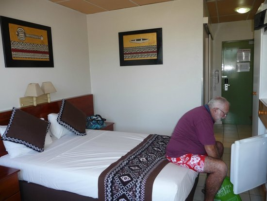 Smugglers Cove Beach Resort & Hotel: The room is basic but clean