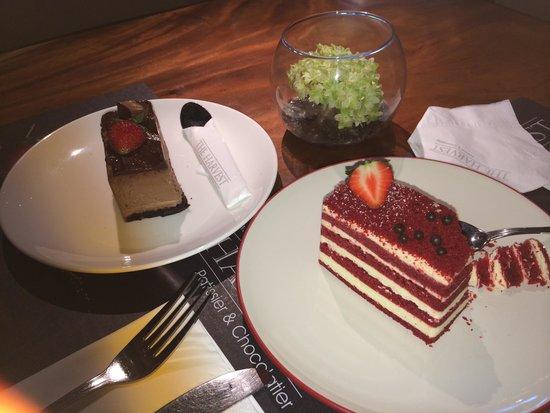 The Harvest Patissier & Chocolatier: Red velvet & chocolate cheese