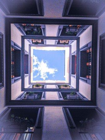 Apartamentos Edificio Palomar: patio interior descubierto