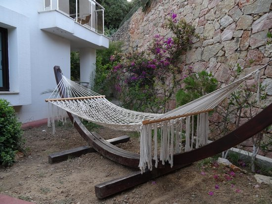 Queen Resort Hotel: hammock at pool area