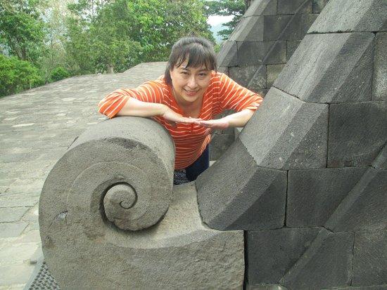 favehotel Kusumanegara: Borobudur temple.  Me at the tip of Kala's tounge.