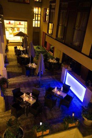 Hotel Majestic Plaza Prague: Summer terrace