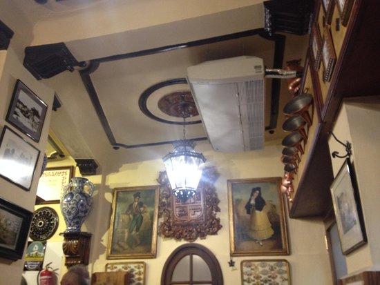 Bodegas Castaneda: bodega decor