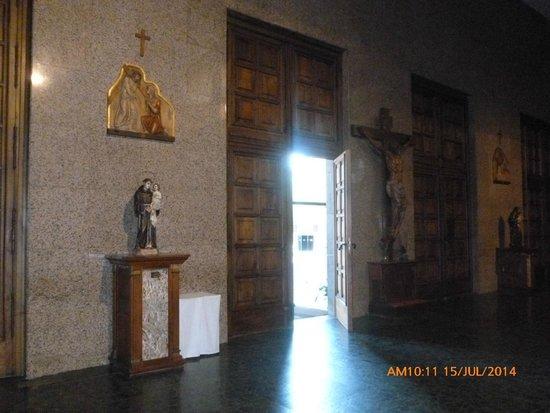 Iglesia de San Juan de la Cruz : Entrada,