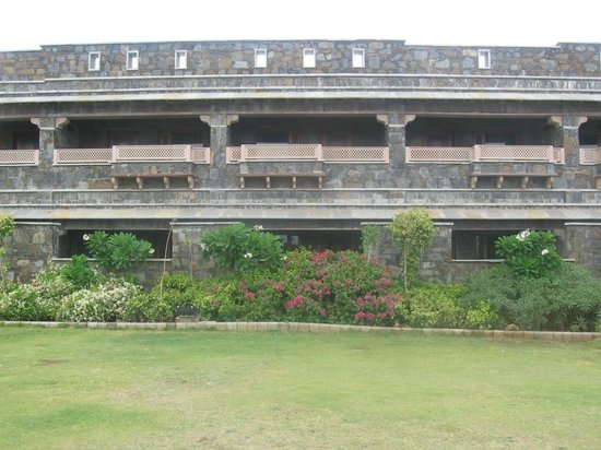 Ramada Udaipur Resort and Spa : View from ground