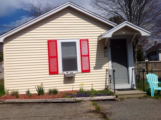 Bay Motor Inn: Queen bed efficiency/kitchen cottage