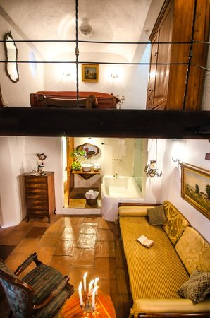 Alfiz Hotel : The Independence Jr. Suite