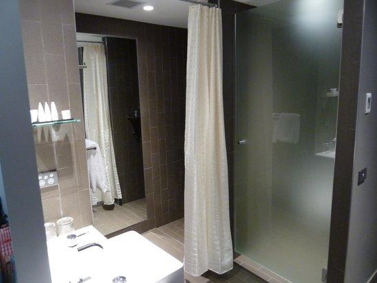 Rydges Sydney Airport Hotel: Good shower