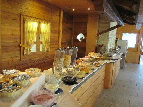 Hotel Alpine Mugon : Ontbijt