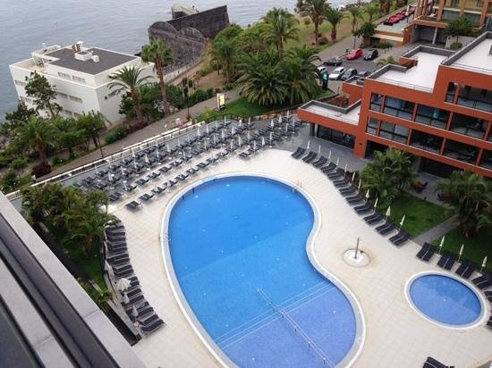 Enotel Lido Madeira: Pool area from floor 10