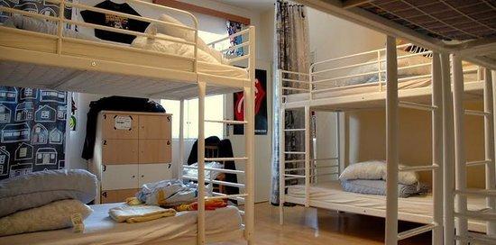 Ruta 80 Hostel: Mixed dorm room