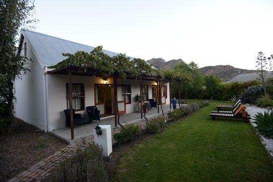 Mimosa Lodge : Außenansicht Gartenzimmer