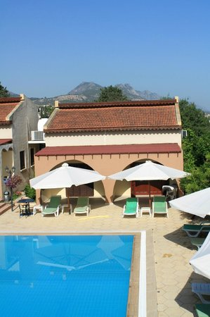Five Fingers Holiday Bungalows: View of panoramic terrace - Breakfast time!