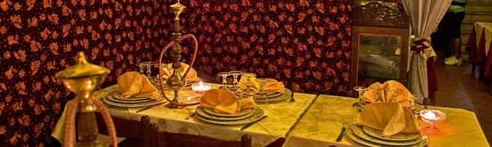 Himalaya's Kashmir: Tavoli sempre pronti