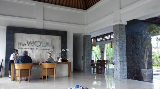 The Wolas Villas & Spa: The front desk