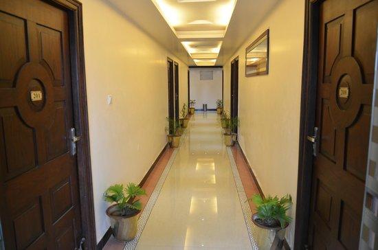 Hotel Divine Destination : Carry Door