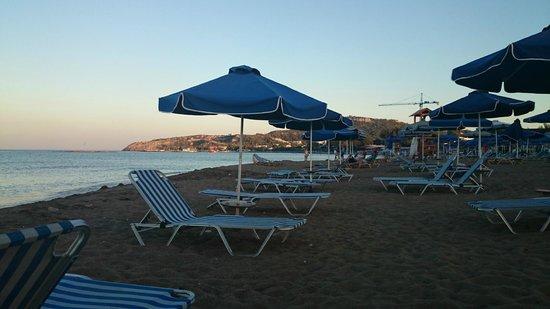 Pegasos Beach Hotel : Plaża wieczorem