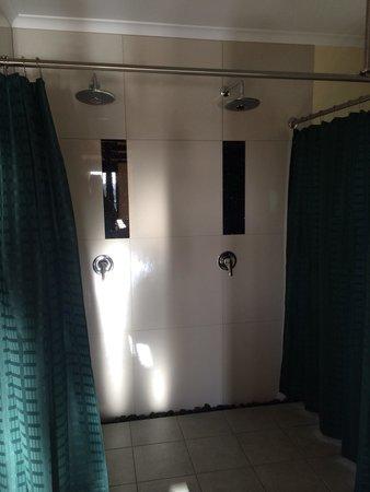 Maleny Tropical Retreat: Seminyak Villa double shower.