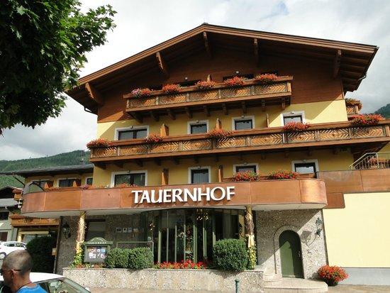 Hotel Tauernhof: Hoteleingang vorne
