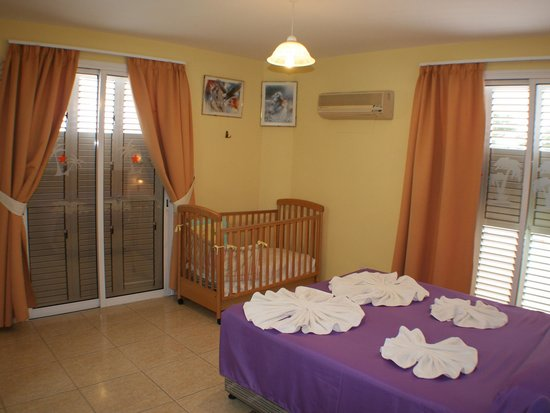 Apollonia Holiday Apartments: Two bedroom apartment (no 12)