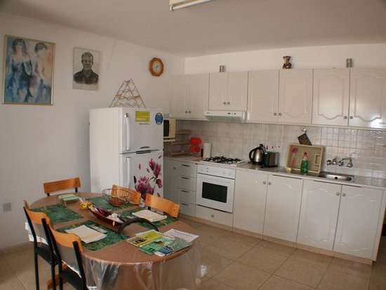 Apollonia Holiday Apartments: Two bedroom apartment (no 13)