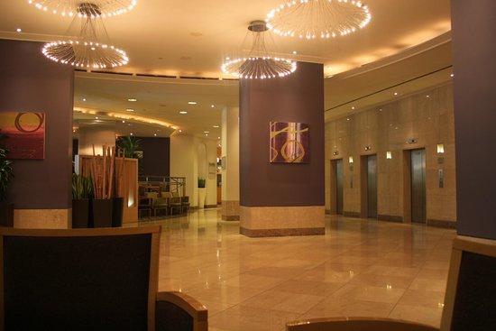 Hilton Milan: Hotel Lobby
