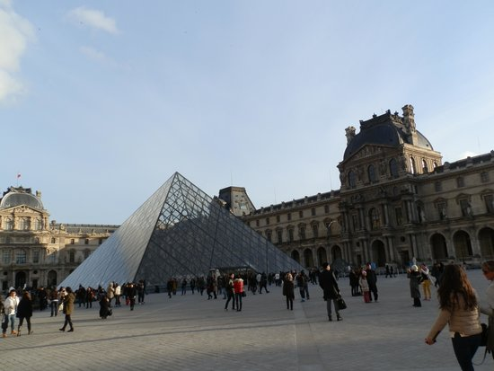 Hotel Lumen Paris Louvre : A 2 minute walk to the museum