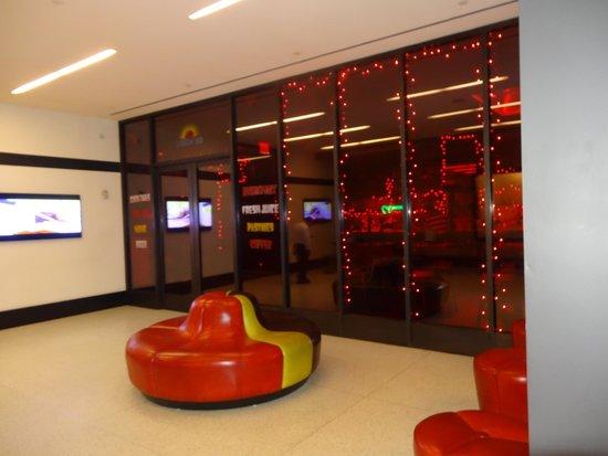 Pod 39 Hotel: Entrance