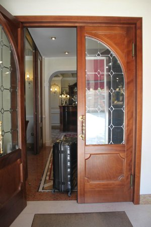 Hotel Canal Grande: front door of the hotel