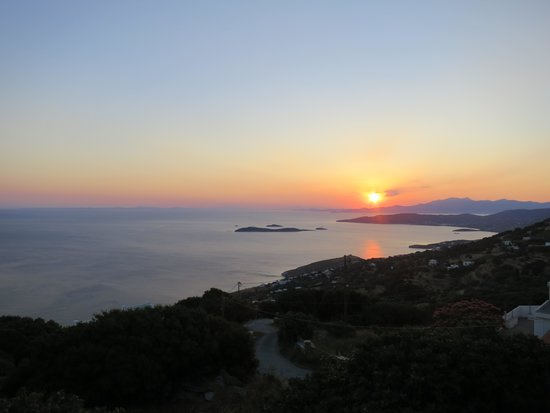Mpalkoni tou Aigaiou: Mid-summer sunset over Evia seen from the Balcony Taverna