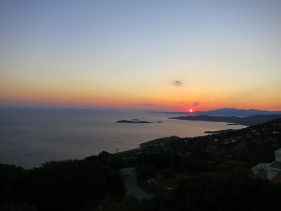 Mpalkoni tou Aigaiou: Mid-summer sunset over Evia seen from the Balcony Taverna