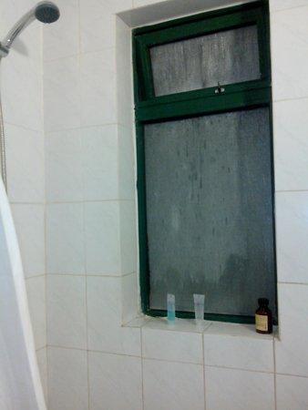 Porto Azzurro : Finestra chiusa in bagno