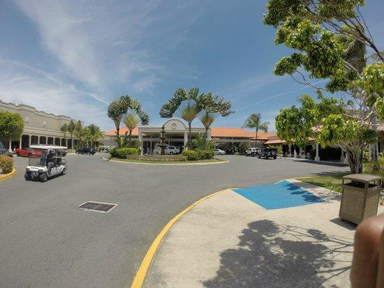 Gran Melia Golf Resort Puerto Rico: Check In Entrance