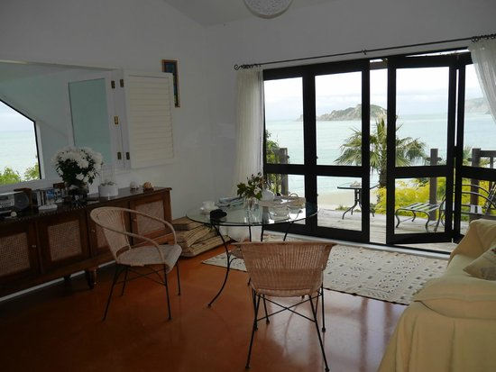 Kawakawa suite lounge at Rangimarie Beachstay