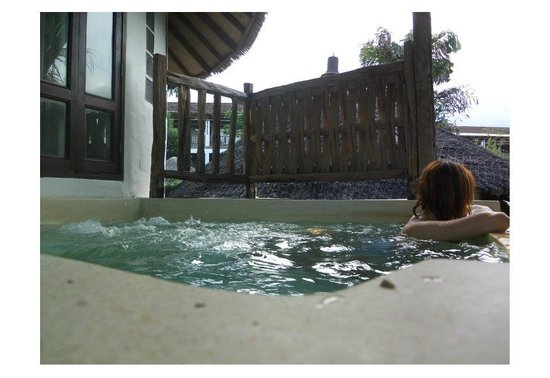 Aana Resort & Spa: แช่น้ำมองวิวคอลงพร้าว