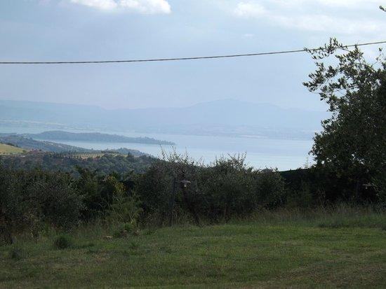 Locanda del Galluzzo: Panorama del lago Trasimeno dall'albergo