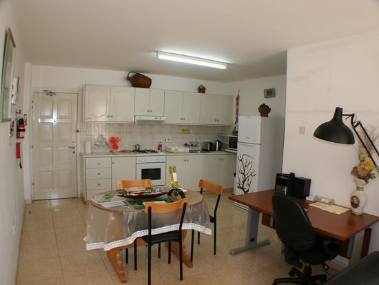 Apollonia Holiday Apartments: One bedroom apartment (no 11)