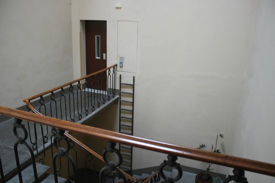 Hotel Palazzo Guadagni: Elevator to the hotel