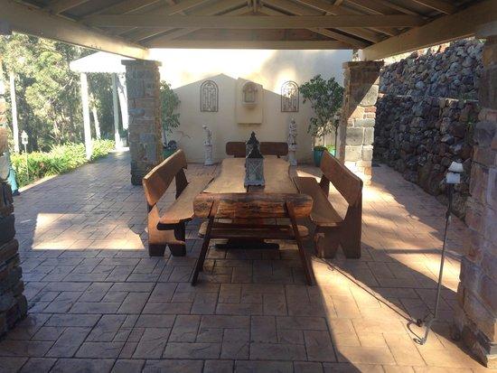 Bimbadeen Mountain Retreat: Gorgeous outside dining area!
