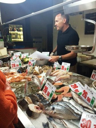 La Parada del Mar : Você escolhe, ele pesa. Pode pedir 1 camarão se quiser.